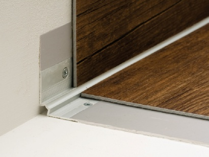 Schodová lišta vnútorná pre obloženie schodov podlahou Strieborná E01